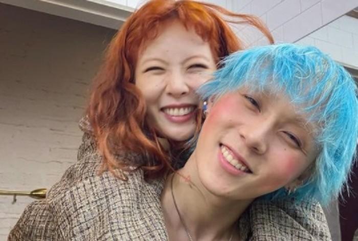Beberapa waktu lalu, seluruh artis naungan P Nation melakukan memotretan bersama Rolling Stones Korea, dan pasangan ini mengatakan kalau ingin bekerja sama sebagai sebuah grup duo / foto: instagram.com/hyunah_aa