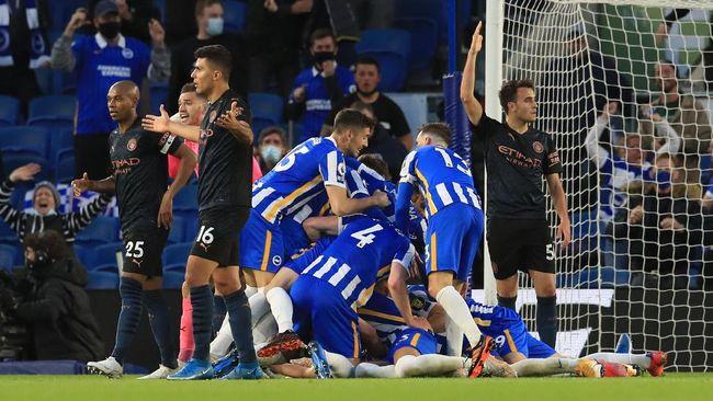 Manchester City yang bermain dengan 10 orang dipaksa menyerah Brighton & Hove Albion 2-3 pada lanjutan Liga Inggris di Amex Stadium.