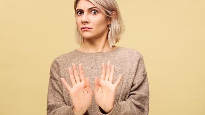 Cek Nih, 5 Perilaku Negatif yang Gak Sadar Masih Sering Kamu Lakukan