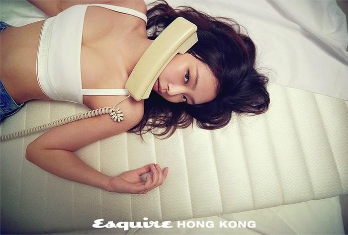 Jennie tampil cantik dengan konsep yang sederhana namun sexy / foto: instagram.com/esquirehk