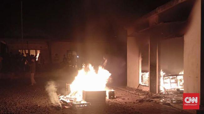pembakaran Polsek Candipuro, Lampung, diduga terkait dengan kekecewaan warga terhadap kelemahan penanganan begal oleh aparat.