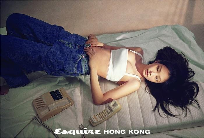 Meskipun mungil, Jennie memiliki postur tubuh yang indah / foto: instagram.com/esquirehk
