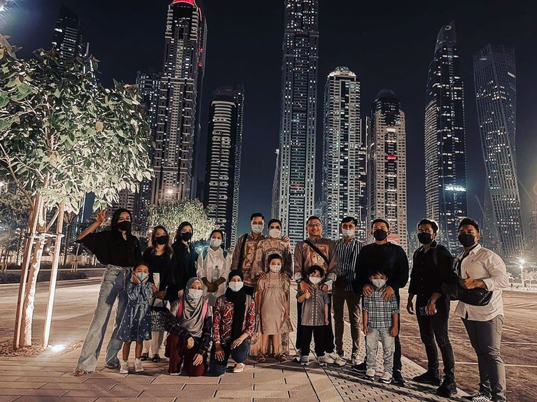 Keluarga Anang Hermansyah tengah berkunjung ke Dubai. Yuk kita lihat potret selama mereka disana!
