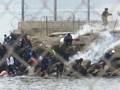 VIDEO: Pasukan Spanyol Halau Migran Pakai Bom Asap
