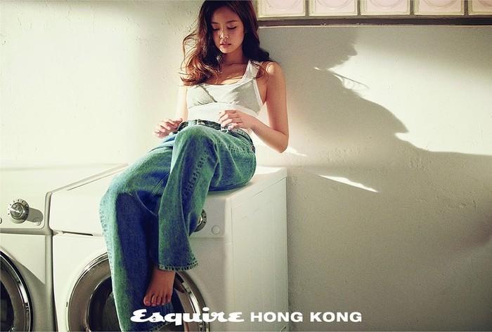 Tidak sedikit netizen wanita iri dengan pinggang Jennie yang langsing / foto: instagram.com/esquirehk