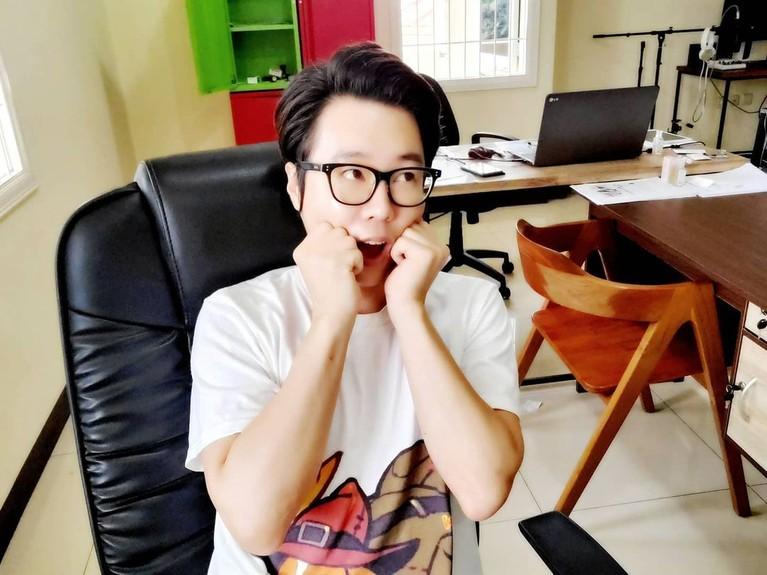 Nama Ujung Oppa Youtuber asal Korea sempat viral karena jadi mualaf dan nikahi penyanyi dangdut. Yuk kita lihat potretnya!