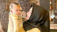 <p>Nama Polwan cantik Vivin Febriyanti berhasil menarik perhatian netizen karena pesonanya, Bunda. Kecantikannya membuat Bunda satu anak ini terkenal di media sosial. (Foto: Instagram @vivin.fy).</p>