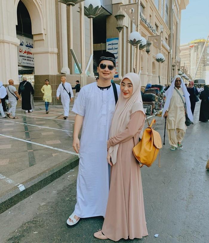Alvin dan Larissa menikah pada tahun 2016 ketika keduanya sama-sama masih berusia muda. Pada saat itu Alvin berusia 17 tahun, sedangkan Larissa berusia 20 tahun. (foto: instagram.com/larissachou)