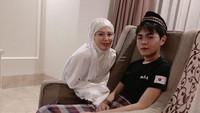 <p>Ayana mulai memperlihatkan sosok sang adik ketika Aydin sudah menjadi mualaf. Aydin mengikuti jejak sang kakak untuk memeluk Islam, Bunda. (Foto: Instagram: @xolovelyayana)</p>