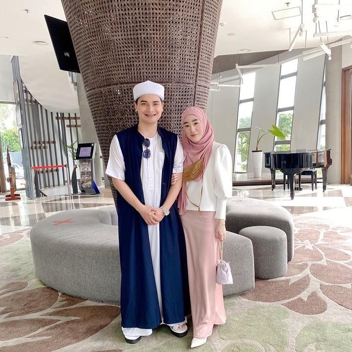 Di kesempatan yang sama, Larissa juga mengunggah foto tersebut namun dengan caption yang berbeda. Ia mendoakan agar pernikahan yang akan digelar Ameer dapat berjalan dengan lancar. (foto: instagram.com/alvin_411)