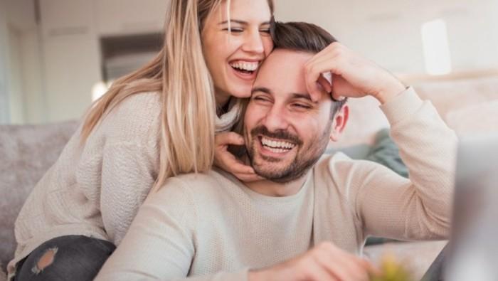 Ingin Hubungan Tetap Kuat? Hindari Menceritakan 5 Rahasia Ini ke Pasanganmu