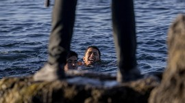 FOTO: Migran Maroko Nekat Mengarungi Lautan ke Spanyol