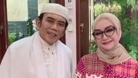 <p>Sebelum menikah dengan Rhoma Irama, wanita bernama asli Ricca Sukardi ini berkarier sebagai model <em>cover</em> majalah. Ia juga membintangi beberapa judul film bersama Rhoma. (Foto: Instagram @riccarhoma)</p>