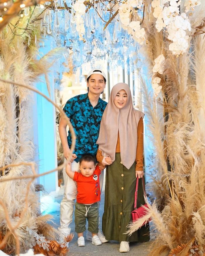 Setahun berselang setelah pernikahannya, mereka dikaruniai momongan yang diberi nama Muhammad Yusuf Alvin Ramadhan. (foto: instagram.com/alvin_411)