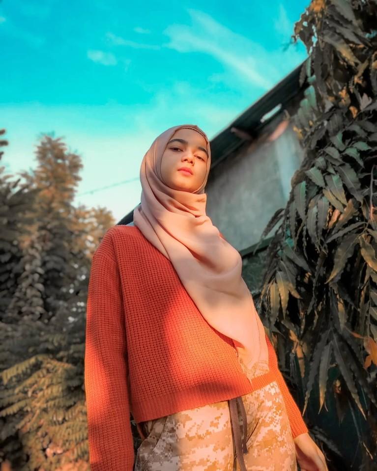 Seleb TikTok asal Aceh yang bernama Cut Rauzha Amalia mencuri perhatian karena fotonya sering di pajang di bak truk. Yuk kita intip!