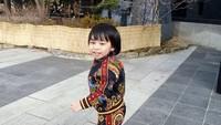 <p>Elvano Arelian tumbuh menjadi anak laki-laki yang sangat aktif. Ivan kerap mengunggah potret keseharian sang putra, termasuk ketika sedang berlibur. Foto ini diambil ketika mereka sedang melancong ke Korea Selatan, Bunda. (Foto: Instagram: @elvanoarelian11)</p>