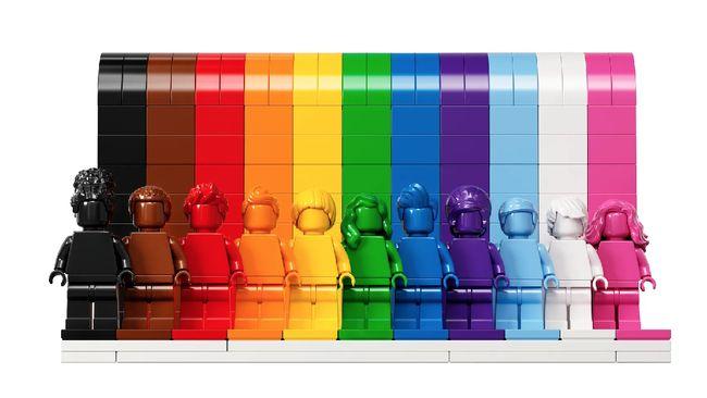MUI mengecam keras penayangan video unggahan Sinduatiga berjudul Aku Bukan Homo yang menampilkan klip bernuansa LGBT. Klip ini juga muncul di iklan YouTube Kids