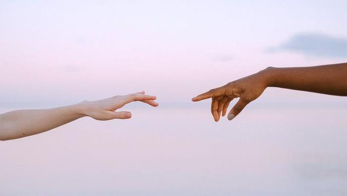 Bukan Teman Biasa, Ini Ciri-ciri Perselingkuhan Emosional yang Harus Kamu Tahu!
