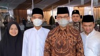 <p>Resepsi pernikahan digelar tertutup dan dihadiri oleh sejumlah tokoh Tanah Air. Salah satunya Gubernur DKI Jakarta Anies Baswedan. (Foto: Instagram: @supirustadz)</p>