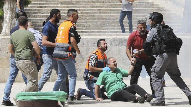 Polisi Israel menangkap 10 warga Palestina selama bentrokan di kompleks masjid Al-Aqsa Yerusalem, pada Jumat (18/6).