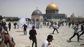 Polisi Israel Usir Warga Palestina Salat Zuhur di Al-Aqsa