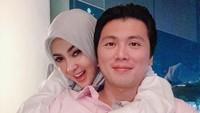<p>Belum lama ini, Syahrini menunjukkan penampilannya yang mengenakan hijab ditemani sang suami. Pasangan ini makin mesra usai dua tahun menikah. (Foto: Instagram @@princessyahrini)</p>