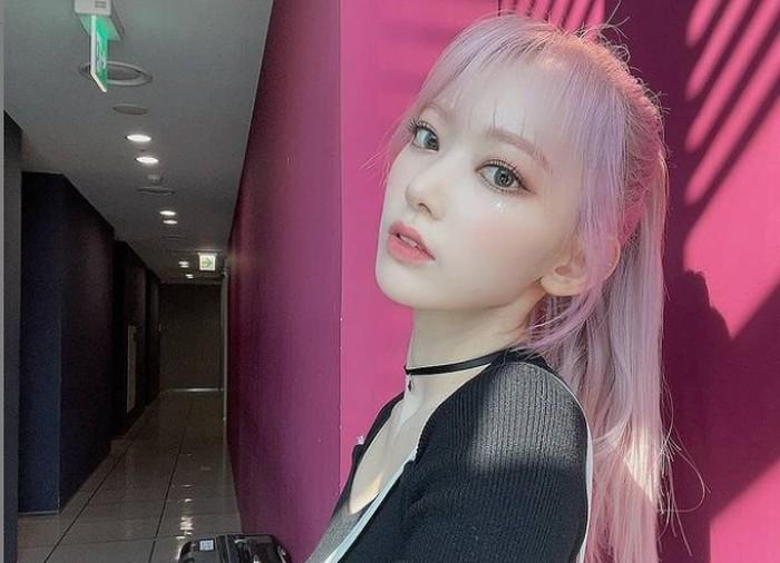 Tahun 2018, bersama anggota 48 grup lainnya, Sakura mengikuti program survival asal Korea, Produce48. Ia berhasil menduduki posisi 2, dan akhirnya tergabung dalam IZ*ONE / foto: instagram.com/official_izone