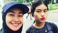 <p>Janidiketahui kini berusia 21 tahun, Bunda. Sudah beranjak dewasa, banyak yang menyebut Jani dan Alya bak kakak adik. (Foto: Instagram @arohali)</p>