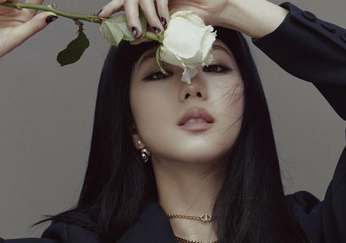 Jisoo juga membagikan cerita masa pre debut-nya kepada Elle Hongkong / foto: elle.com.hk