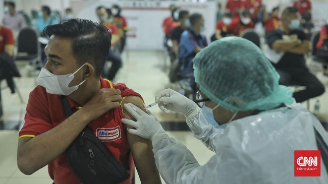 Kemenkes memberikan vaksin gratis di Bandara Soetta mulai 12-25 Juli 2021. Program ini menyasar 14 ribu penerima vaksin untuk dosis pertama.