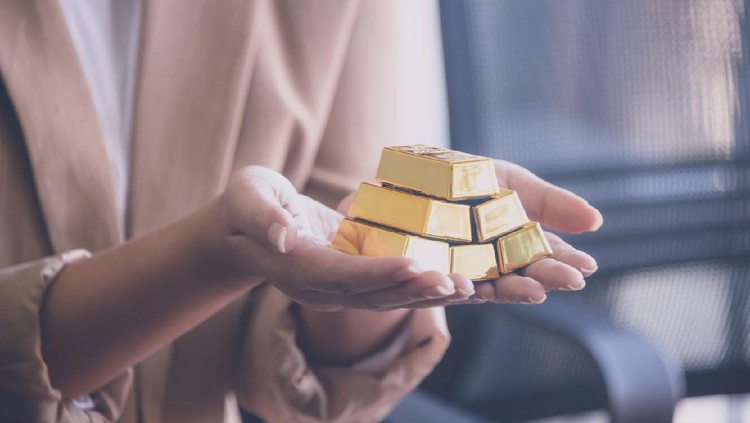Woman holding gold bullion ,business and trading concept