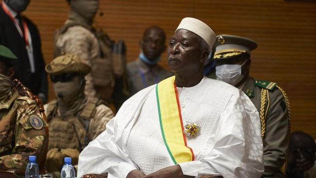 Militer Mali menahan presiden, perdana menteri, dan menteri pertahanan interim, Senin (24/5), beberapa bulan setelah mereka mengudeta pemerintahan pada 2020.