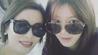 <p>Lee Da In merupakan aktris Korea Selatan kelahiran 1992. Ia adalah putri dari Kyeon Mi Ri, aktris kawakan yang terkenal di era 90-an. Ia juga memiliki kakak yang berprofesi sebagai aktris bernama Lee Yu Bi. (Foto: Instagram: @swag_miri)</p>