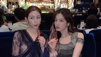 <p>Kakak Lee Da In juga tak kalah cantik. Wanita modis yang kerap diperlihatkan di Instagramnya adalah sang kakak, Lee Yu Bi yang juga merupakan seorang aktris. (Foto: Instagram: @xx__dain)</p>