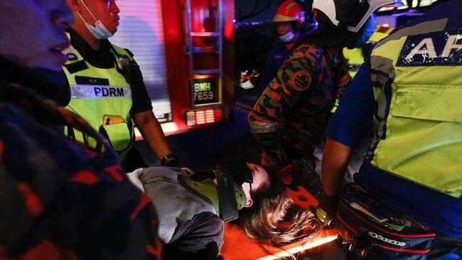 Penumpang LRT Kelana Jaya, Malaysia menghadapi momen mengerikan saat kereta yang mereka tumpangi tabrakan dengan rangkaian lain.
