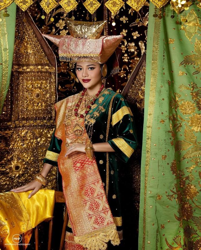 Aurel Hermansyah juga disebut memiliki paras ayu asli Indonesia. Istri Atta Halilintar ini sering disebut memiliki wajah yang 11-12 dengan ibu kandungnya, Krisdayanti. Ia tampak cantik menawan dengan kulit agak sawo matang. (Foto: instagram.com/aurelie.hermansyah)