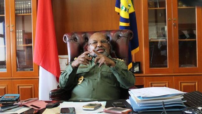 Gubernur Papua Lukas Enembe menyurati Kementerian Dalam Negeri terkait pencopotan Sekretaris Daerah (Sekda) Papua Dance Yulian Flassy.