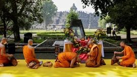 FOTO: Khidmat Sembahyang Tri Suci Waisak 2021 di Nusantara