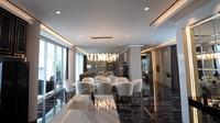 <p>Ruang makan hingga ruang keluarga dalam rumah mewah Shandy dan Gilang memiliki tampilan bak hotel berbintang. (Foto: YouTube: Boy William)</p>