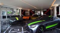 <p>Terakhir yang tak kalah mencuri perhatian, Gilang memiliki garasi khusus untuk super car alias mobil-mobil mewahnya, Bunda. Luar biasa, bukan? (Foto: YouTube: Boy William)</p>