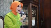 <p>Meski sibuk, Siti Atikoh bisa membagi waktu untuk memenuhi kebutuhan hobinya lho, Bunda.(Foto: Instagram @atikoh.s)</p>
