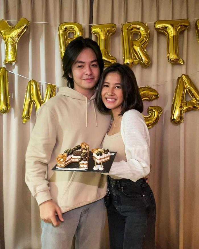 Tak lupa di hari ulang tahun Angga 16 mei, sang kekasih Shenina memberikan kejutan ulang tahun secara khusus bersama teman-temannya. (Foto: Instagram/shenacinnamon)