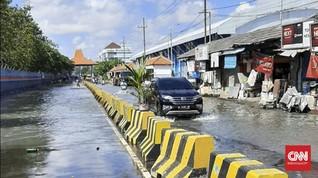 Dampak Gerhana Bulan, Banjir Rob Rendam Pesisir Surabaya