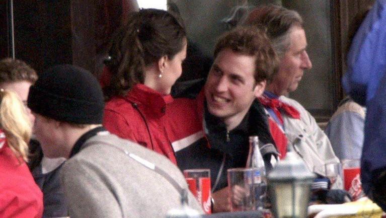 Kate Middleton dan Pangeran William kembali ke kampus untuk bernostalgia. Yuk kita lihat potret mereka semasa kuliah!
