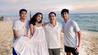 <p>Menikah selama 24 tahun, Diah Permatasari dan Anton Sutopo sudah dikaruniai dua putra tampan. Mereka adalah Marciano Nicholas Reynard dan Marcello Renara Djatmiko. (Foto: Instagram: @dps_diahpermatasari)</p>