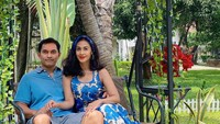 <p>Meski usia pernikahan mereka hampir mencapai seperempat abad, Diah dan Anton masih terlihat mesra di berbagai suasana. Diah kerap mengabadikan potret romantis mereka, Bunda. (Foto: Instagram: @dps_diahpermatasari)</p>
