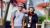 <p>Di sela-sela aktivitas mereka, Diah Permatasari dan Anton Sutopo sering menyempatkan diri untuk pergi berolahraga. Mereka tampil kece bak anak muda dengan setelan outfit sporty. (Foto: Instagram: @dps_diahpermatasari)</p>