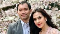 <p>Diah Permatasari mengakhiri masa lajangnya di 1997 silam. Ia menikah dengan seorangpengusaha properti bernama Anton Wahyu Jatmiko atau Anton Sutopo pada 5 April. (Foto: Instagram: @dps_diahpermatasari)</p>
