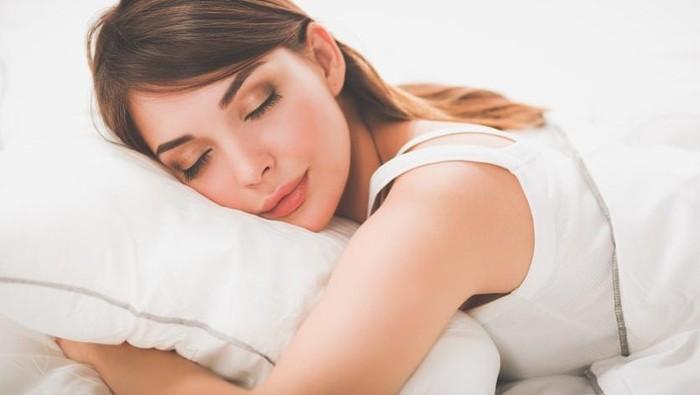 Hati-Hati, Inilah Bahaya Ketika Lupa Membersihkan Makeup Sebelum Tidur