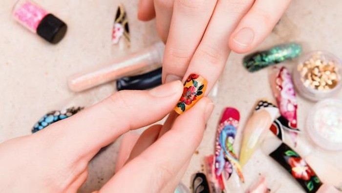 Meski Bikin Cantik, 3 Bahaya Pakai Artificial Nails Ini Perlu Diwaspadai